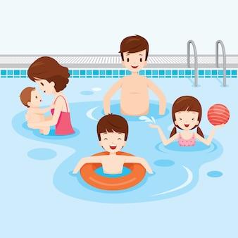 Famiglia rilassante in piscina, attività familiari