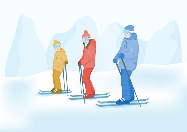 Concetto di vacanze sulla neve per famiglie. famiglia felice che gode con gli sport invernali.