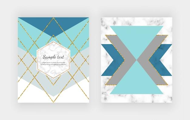 Design geometrico alla moda con forme triangolari blu, grigie e linee scintillanti dorate sulla trama del marmo.