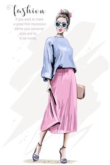 Look da donna alla moda con vestito e borsa cool