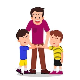 Il padre cerca di riconciliare i suoi due figli che stanno litigando