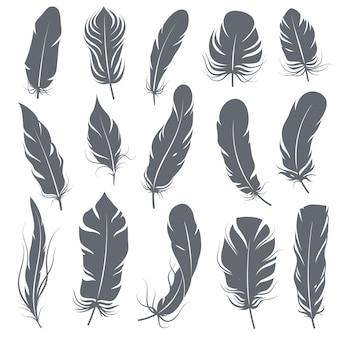Sagome di piume. diversi uccelli piumati, elementi decorativi a penna di forme semplici grafiche, nero elegante disegno vintage pennacchio ali vettore isolato set
