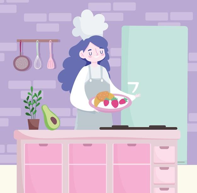Cuoco unico femminile che prepara alimento nel vassoio