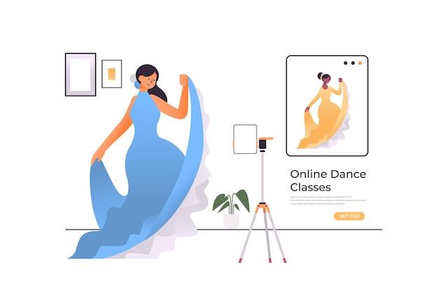 Ballerina vestita in stile orientale facendo esercizi di danza concetto di allenamento programma di formazione video online