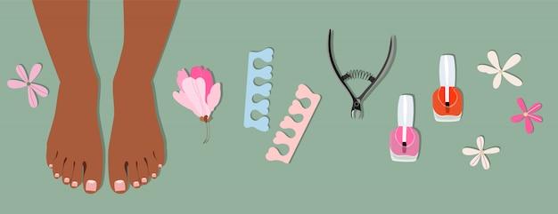 Piedi femminili e set di elementi per pedicure. collezione disegnata a mano alla moda. manicure e pedicure. concetto di cura della pelle e del corpo. smalto per unghie in bottiglie, piedi e accessori per pedicure.