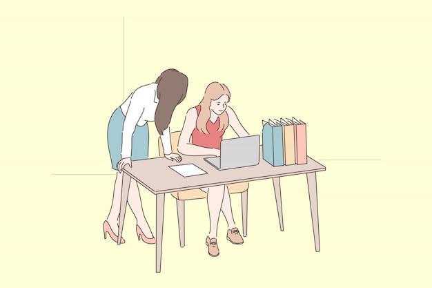 Impiegate. colleghe che chiacchierano sul posto di lavoro, capo della donna che controlla le prestazioni dei dipendenti, supervisore che spiega i dettagli delle mansioni lavorative al nuovo collega. appartamento semplice