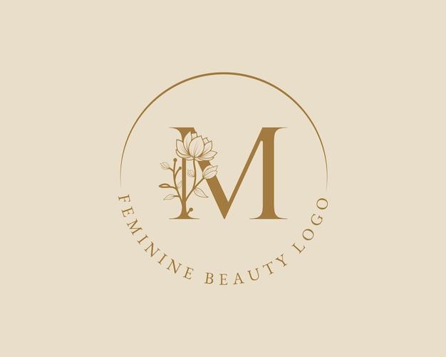 Modello di logo di corona di alloro iniziale lettera m botanica femminile per carta di nozze salone di bellezza spa