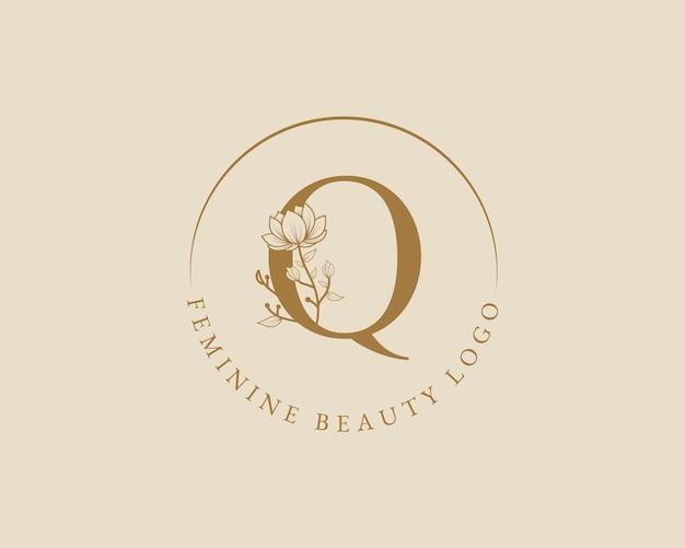 Modello di logo della corona di alloro iniziale della lettera q botanica femminile per la partecipazione di nozze del salone di bellezza della spa