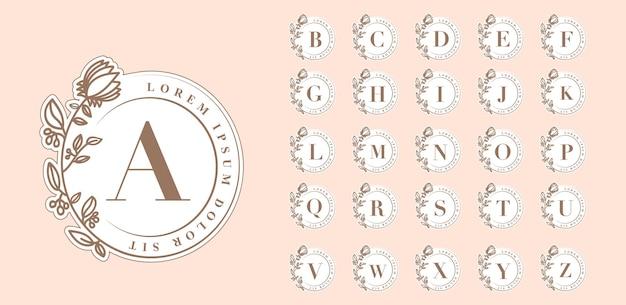 Modello di loghi di lettere botaniche rotonde dalla a alla z femminile per la partecipazione di nozze boutique del salone di bellezza della spa