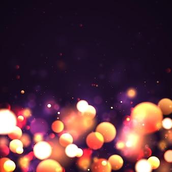 Fondo luminoso festivo porpora e dorato con il concetto di natale del bokeh delle luci variopinte dorate