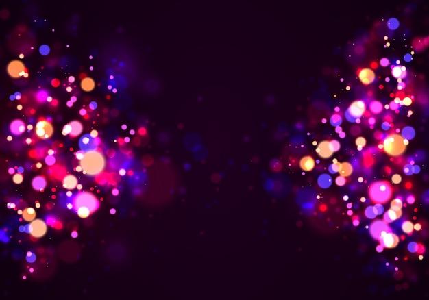 Bokeh festivo delle luci luminose porpora e dorate.