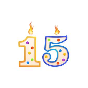 Quindici anni di anniversario, una candela di compleanno a forma di numero 15 con fuoco su bianco