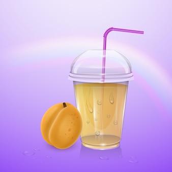 Bicchiere di plastica usa e getta riempito con coperchio e bevanda fresca di albicocca arancione paglia