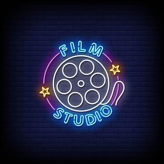 Film studio insegne al neon stile testo vettoriale