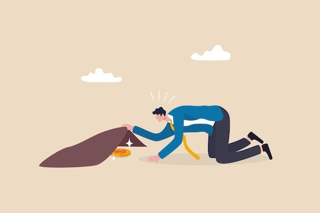 Trovando azioni d'occasione, costi o spese nascosti, cercando il concetto di rendimento o di ritorno dell'investimento, l'uomo d'affari trova con successo i soldi della moneta del dollaro d'oro sotto il tappeto.