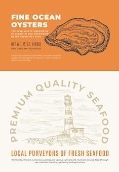 Buoni frutti di mare dell'oceano. progettazione o etichetta di imballaggio di vettore astratto. tipografia moderna e sagoma di schizzo di conchiglia di ostrica disegnata a mano con layout di sfondo del faro marino.