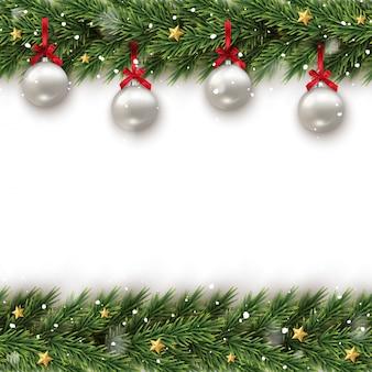 Ramo di albero di abete decorato con sfondo incorniciato giocattolo