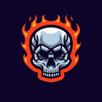 Logo della mascotte del gioco del teschio di fuoco per lo streamer e la community di esports