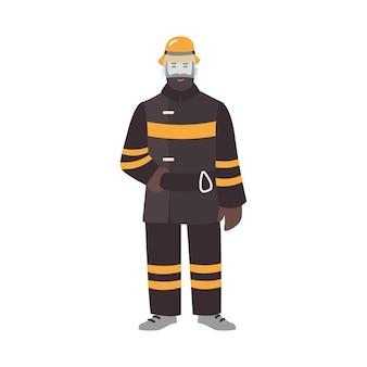 Pompiere, vigile del fuoco o soccorritore che indossa indumenti protettivi ignifughi o uniforme e casco. personaggio dei cartoni animati maschio divertente isolato su fondo bianco. illustrazione colorata in stile piatto.