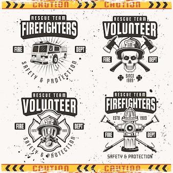 Set di quattro emblemi, etichette e loghi dei vigili del fuoco in vintage su sfondo con texture grunge su strato separato e cornice di nastro di avvertenza