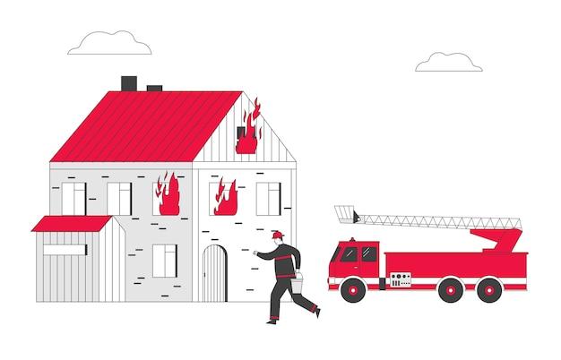 Vigile del fuoco al camion dei vigili del fuoco che trasportano la benna con acqua in mano per l'irrigazione della casa in fiamme