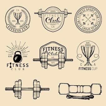 Set di loghi fitness. segni atletici disegnati a mano. illustrazione di emblemi di palestra.