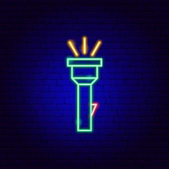 Insegna al neon della torcia elettrica. illustrazione vettoriale di promozione del campeggio.