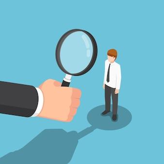 Mano isometrica piana dell'uomo d'affari 3d con la lente d'ingrandimento che assume uomini d'affari. reclutamento e concetto di risorse umane.