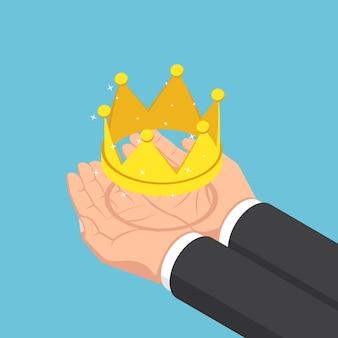 Mani isometriche piatte dell'uomo d'affari 3d che tengono corona dorata. successo aziendale e concetto di leadership.