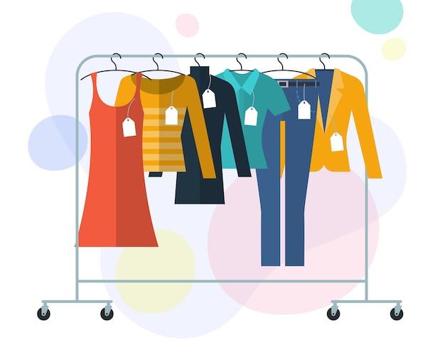 Illistration design piatto di vestiti su grucce con etichette e tag concetto di vendita dello shopping