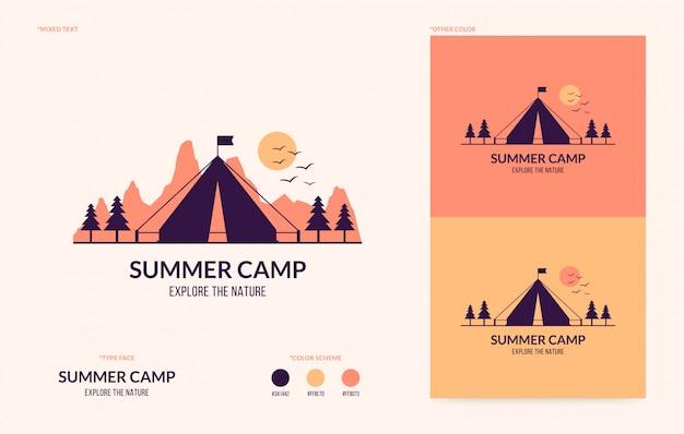 Logo del campo estivo piatto, avventura in campeggio all'aperto Vettore Premium
