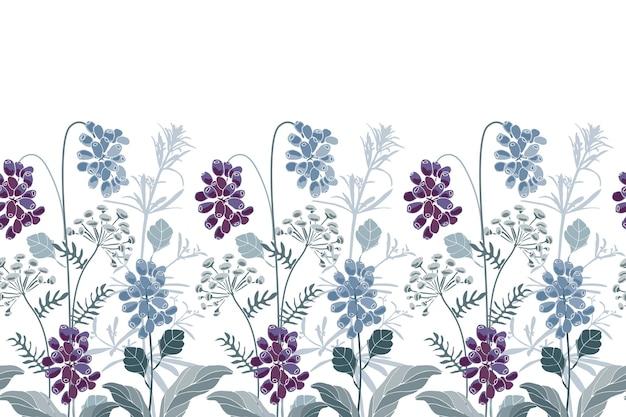 Bordo floreale senza soluzione di continuità. blu, fiori viola, erbe e bacche. elementi floreali isolati su sfondo bianco.