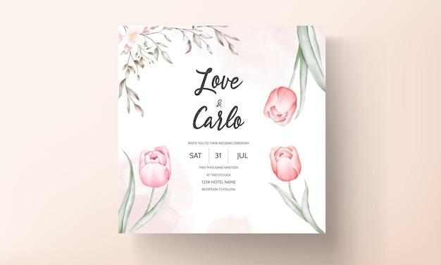 Modello di invito matrimonio floreale con decorazioni di fiori e foglie marrone e pesca