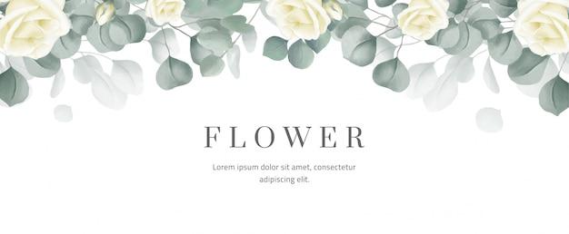 Insegna del fiore con le rose bianche e le foglie verdi dell'eucalyptus