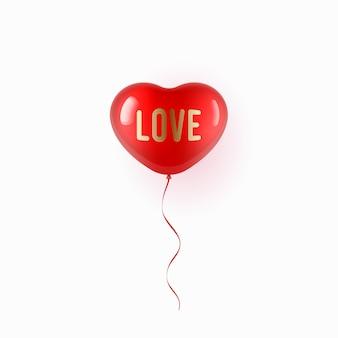 Palloncino rosso volante a forma di cuore su sfondo bianco