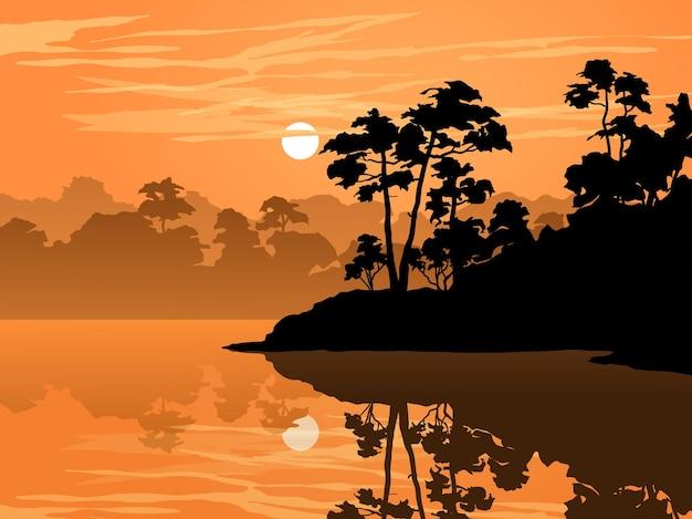 Lago nebbioso al tramonto con la foresta