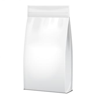 Imballaggio bianco del sacchetto o della carta degli alimenti o dei prodotti chimici di famiglia. bustina snack pouch food for animals.