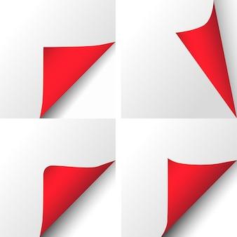 Angolo piegato di carta natalizia con retro rosso