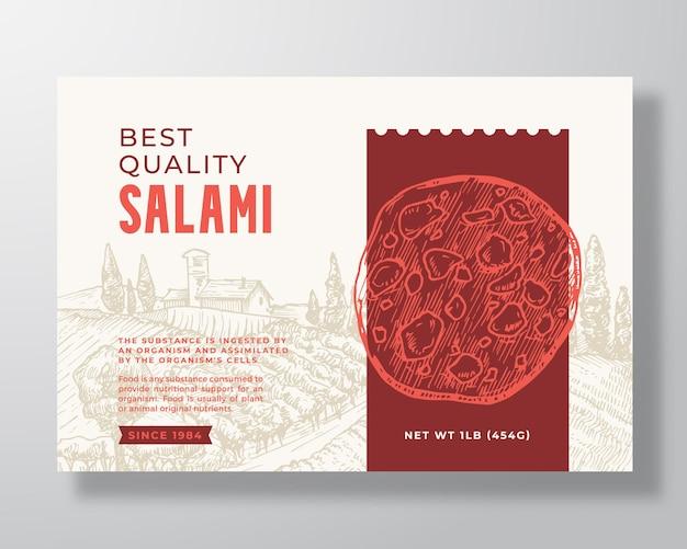 Modello di etichetta alimentare. disposizione di disegno di imballaggio di vettore astratto. banner di tipografia moderna con fetta di salsiccia di salame di carne disegnata a mano e sfondo di paesaggio rurale. isolato.