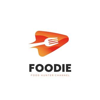 Foodie food hunter food lover canale video logo modello icona simbolo con lo spazio negativo della forcella illustrazione all'interno del pulsante di riproduzione vettoriale