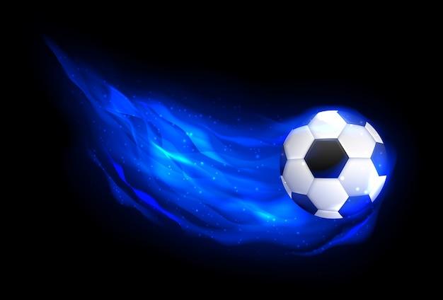 Pallone da calcio che vola nel fuoco blu, che cade nella vista laterale della fiamma. pallone da calcio fiammeggiante di calcio