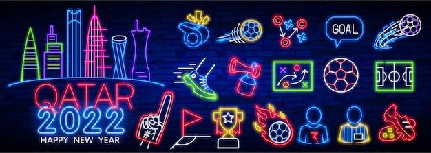 Icone del calcio impostano gli attributi del tifoso di calcio segno di luce al neon vettoriale icona luminosa incandescente cappello del tifoso di calcio a...