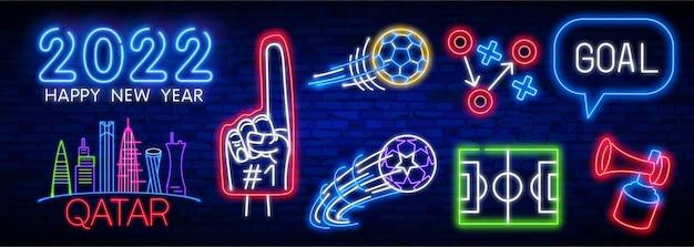 Set di icone di calcio insegna al neon di calcio palla in movimento su sfondo muro di mattoni insegna al neon di calcio luminosa ...