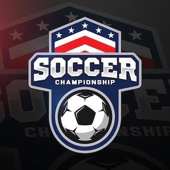Logo professionale di calcio in stile piatto, pallone da calcio e scudo con stelle. giochi sportivi.