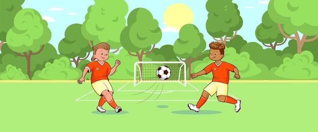Giocatori adolescenti di calcio che danno dei calci a un fumetto piatto di vettore del fondo del campo di calcio verde del pallone da calcio