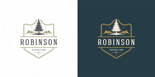 Montagna e pino di campeggio all'aperto dell'illustrazione di vettore di svago di avventura dell'emblema di logo della foresta Vettore Premium
