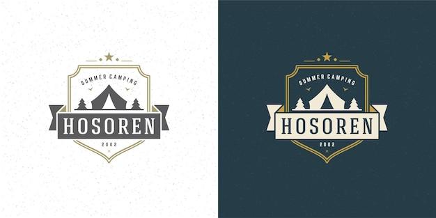 Insieme dell'illustrazione di escursione estiva dell'emblema del logo di campeggio della foresta