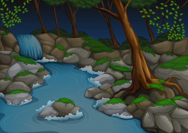 Scena della foresta con cascata e alberi di notte