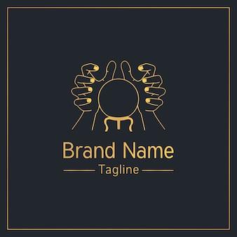 Modello di logo elegante dorato di cartomanzia