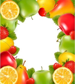 Cornice fatta di frutta fresca succosa